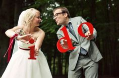 what a fun idea for wedding photo