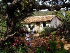 Casinha pequenina, no alto da Serra do Cipó, estado de Minas Gerais, Brasil.  Fotografia: wwwguiadefechados.com.br