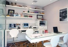 Clean, uncluttered office!