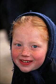 Little Amish girl with red hair & freckles Beautiful Smile, Beautiful World, Beautiful People, Beautiful Freckles, Precious Children, Beautiful Children, Freckle Face, Interesting Faces, People Around The World