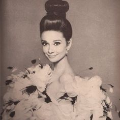 Audrey Hepburn, LOVE the bun!