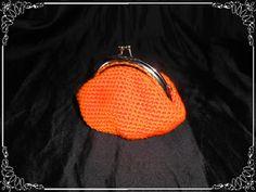 Monedero estilo vintage en ganchillo de color naranja...