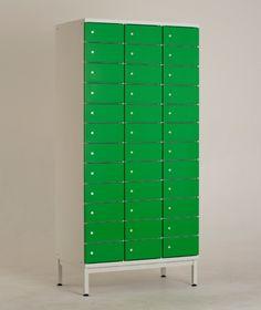 LK12 lokerokaapin vakiovarusteisiin kuuluu Abloy Classic -lukko sekä säätöjalat jalustallisissa lokerokaapeissa. Kaikki kaapit saa myös ilman jalustaa. Jalustattomat lokerokaapit voidaan asentaa SO-sokkelin tai PP-jalustapenkin päälle - myös seinäkiinnitys on mahdollinen lisävarusteena saatavan seinäkiinnityssarjan avulla.  www.punta.fi