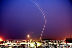 long exposure airplane photography from the san francisco international airport by terence chang Airplane Photography, Night Photography, Art Photography, Exposure Photography, Amazing Photography, Slow Shutter Speed Photography, San Francisco Airport, Long Exposure Photos, Airport Photos
