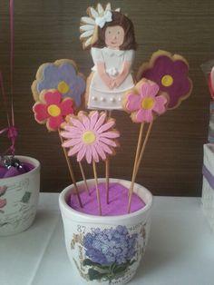 Maceta con galletas en forma de flor y una comunianta personalizada!!