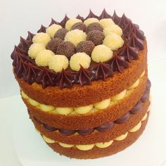 Naked cake de brigadeiros de maracujá e de chocolate com ganache de chocolate meio amargo. #placeofcakes #nakedcake