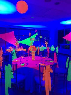 Any child would tell you that a glow in the dark party would be totally awesome! I mean who wouldn't love this as their birthday party theme, especially tweens and teens! More ideas… . Glow Party Decorations, Birthday Party Decorations, Birthday Ideas, Disco Party, Glow In Dark Party, Pyjamas Party, Girls Party, Blacklight Party, 13th Birthday Parties