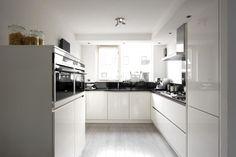 Landelijke keukens, nostalgische keukens, moderne keukens, greeploze keukens Kitchen Dining, Kitchen Decor, Kitchen Cabinets, Kitchen Ideas, Little Kitchen, Kitchen Interior, Home Kitchens, Home Accessories, House