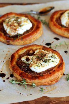 Caramelized Onion, Goat Cheese, and Balsamic Tartlets THESE! >> Caramelized Onion, Goat Cheese, and Balsamic Tartlets Caramelised Onion Tart, Caramelized Onions, Goat Cheese Recipes, Food With Cheese, Tapas, Onion Jam, Cheese Tarts, Cheese Polenta, Savory Tart