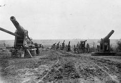 MINISTRY INFORMATION FIRST WORLD WAR OFFICIAL COLLECTION (Q 1153)   Captured German guns: near Albert, September 1916.