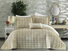 Cuverturi din catifea , brodate Comforters, Blanket, Luxury, Home, Legs, Creature Comforts, House, Blankets, Homes