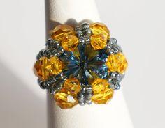 Bague gris / bleu et jaune en cristal de Swarovski : Bague par lesbijouxdunibou