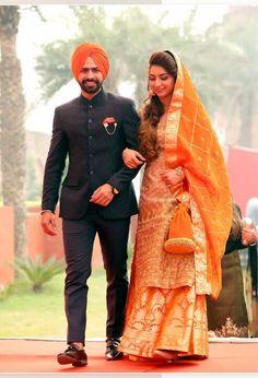 Sikh Wedding Dress, Punjabi Wedding Couple, Wedding Outfits For Groom, Indian Wedding Couple Photography, Punjabi Couple, Punjabi Bride, Indian Wedding Outfits, Wedding Suits, Photography Couples