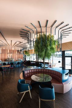Today, we take a closer look at this dim sum restaurant in Hong Kong that impres… Today, we take a closer look at this dim sum restaurant in Hong Kong that impresses us with its stunning retro decor. Deco Restaurant, Restaurant Seating, Restaurant Interior Design, Coffee Shop Design, Cafe Design, Modul Sofa, Art Deco, Interior Design Photos, Decoration Inspiration