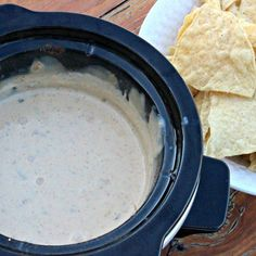 Needing an easy crock pot queso dip recipe? This crock pot Mexican white cheese dip recipe is easy to make and everyone loves it. Finally a restaurant quality white queso dip recipe that you can make at home.