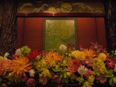 会場装花 おまかせで、和の装花 目黒雅叙園様へ メインテーブル