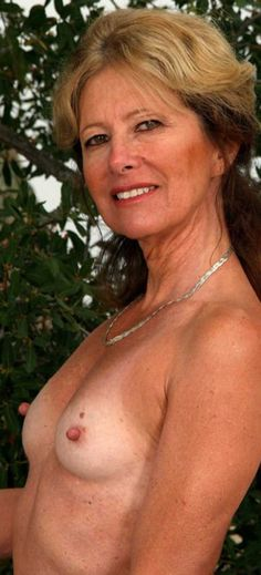Teen gf selfie tits out nude