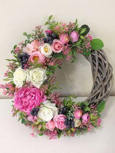 Wreath Crafts, Diy Wreath, Flower Crafts, Door Wreaths, Easter Wreaths, Holiday Wreaths, Deco Floral, Summer Wreath, How To Make Wreaths