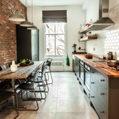 Kitchen selection with a minimalist design using bricks is a lot popular today. Exposed brick walls can give amazing feel and rustic impression to any room in your home Minimalist Kitchen Design, Interior Design Advice, Wood Cabinets, Home, Kitchen Design, Kitchen Wall Colors, Kitchen Remodel, Stylish Kitchen, Brick Kitchen