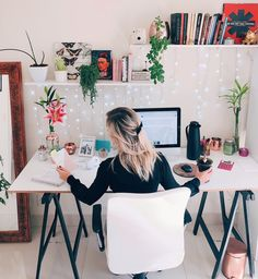 8 Tips For A Productive Home Office - Tips .- 8 Dicas Para um Home Office Produtivo – 8 Tips For A Productive Home Office – - Cozy Home Office, Home Office Space, Home Office Design, Home Office Decor, Home Decor, Office Ideas, Office Designs, Modern Home Office Desk, Office Chic