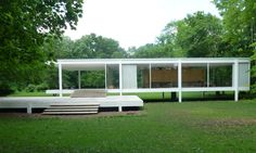The Farnsworth House was designed and constructed by Ludwig Mies van der Rohe between Famous Architecture, Stairs Architecture, Architecture Details, Architecture Program, Farnsworth House, Traditional Home Decorating, Traditional House, Neoclassical Interior, Building Elevation