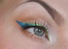 Maak je allerdaagse neutrale oog makeup bijzonder door dit speelse lijntje van groene en blauwe eyeliner. Natuurlijk kun je dit ook doen met andere kleurcombinaties