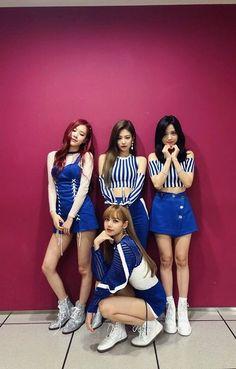 Seputar Band Korea: Moment Konser Blackpink Album Hit you with that ddu-du ddu-du du Kim Jennie, Blackpink Lisa, Blackpink Fashion, Korean Fashion, Forever Young, Kpop Girl Groups, Kpop Girls, Girls Generation, Blackpink Outfits