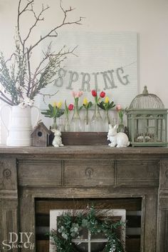 7 Inspiring Spring Mantles For Your Home - Arredamento estivo Spring Home Decor, Spring Crafts, Arrangement Floral Rose, Arrangements D'hortensia, Seasonal Decor, Holiday Decor, Summer Mantle Decor, Spring Decorations, Rustic Mantle Decor