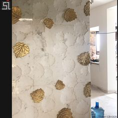 This Maple leaf design on imported stone has surely taken the stone trends onto the next level because of its soft and beautiful appearance. Wall Cladding Interior, Wall Cladding Tiles, Wall Painting Decor, Mural Wall Art, Wall Decor, Wall Texture Design, Stone Wall Design, Natural Stone Wall, Panelling