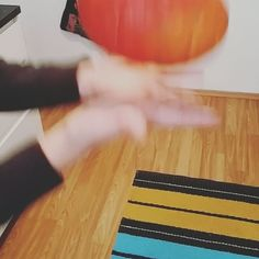 Gleich gibt's Kürbissuppe Ready 4 Pumpkin Soup 🎃 With @sesselkoenigin ============================== #massloskochen #kürbis #kürbissuppe #pumpkin #pumpkinsoup #vegan #veggie #vegetarisch #veganfood #healthyfood #foody ood #gesundessen #viennablogger #foodblogger #vitamins #vitamine #november #hellowinter #hellofall #healtycooking #mahlzeit #glutenfree #glutenfrei #instafood #foody #foodporn #paleo #ilovetoeat #ilovetocook #hokkaido #plantbased