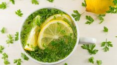 Cleanse the kidneys naturally using parsley Diet Drinks, Fun Drinks, Parsley Tea Benefits, Kidney Recipes, Best Tea, Health Magazine, Weight Loss Drinks, Natural Medicine, Palak Paneer