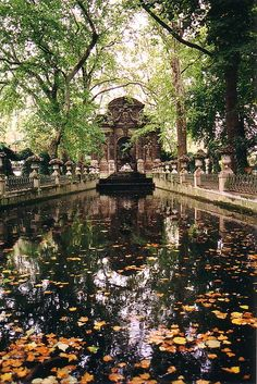 Ever since seeing a picture of this, I've had an itching to visit. This place looks so beautiful. Medici fountain, Luxembourg Garden, Paris