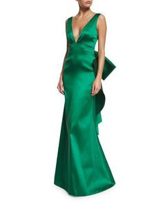 "Very ""gentlemen prefer blondes"" but in green!                              …"