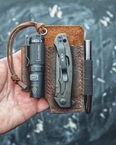 Everyday Carry and Survival Edc Carry, Edc Everyday Carry, Edc Gadgets, Bushcraft Gear, Edc Gear, Survival Tools, Leather Projects, Tactical Gear, Leather Working