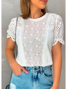 49 Women's Blouses To Look Cool - Just Because Fashion Casual Dresses, Casual Outfits, Cute Outfits, Fashion Outfits, Fashion Trends, Stylish Tops For Women, Body Suit With Shorts, Corsage, Lace Tops