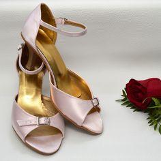 Farebné svadobné topánky - Barevné svatební boty, colour wedding shoes, svetlá ružová, light pink Kitten Heels, Shoes, Fashion, Moda, Zapatos, Shoes Outlet, Fashion Styles, Shoe, Footwear