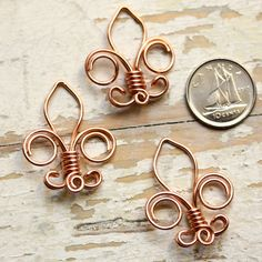 What a cute fleur de lis! Would make a great site token or personal token!