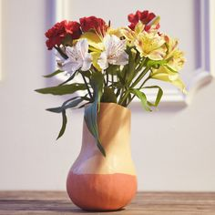 How to make a #DIY gourd vase:   1. Cut open the top 2. Using an ice cream scoop to remove the seeds 3. Arrange the flowers inside 4. Paint the bottom with your hue of choice