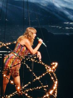 I remember when she did the same thing at the red tour and went across the crowd
