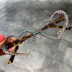 Fancy Women Vintage Heart Rhinestone Crystal Sunglasses Women Luxury Glasses New Girl With Sunglasses, Cat Eye Sunglasses, Sunglasses Women, Vintage Sunglasses, Heart Glasses, Cute Glasses, Look 80s, Luxury Glasses, Fashion Eye Glasses