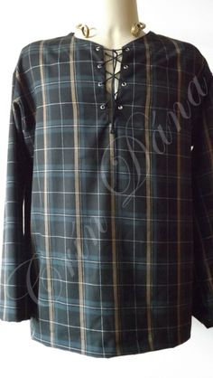 Ionar masculina de manga longa em lã mista xadrez preta, azul e ocre.