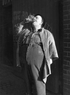 George Dyler, Champion beer drinker of the Midlands, downs a pint in 4 seconds. 1954