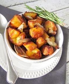 Ik heb over een trucje gelezen, waardoor je de meest perfect geroosterde aardappels krijgt. Ik heb het uitgeprobeerd en inderdaad, zo lekker at ik ze zelden Fall Recipes, Vegan Recipes, Plant Based Recipes, No Cook Meals, Cooking Tips, Tapas, Good Food, Food And Drink, Veggies