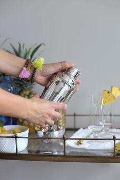 Pinnacle Pineapple Cocktail Recipe via @mystylevita #pineapple #cocktail #entertaining