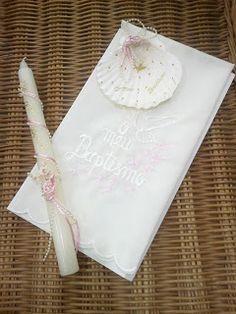 Roupa de bebé e criança H'KIDS: Velas e Toalhas de Batizado Ideas Para, Tableware, Crafts, Towels, Throw Pillows, Ideas, Honey, Dress, Personalized Candles