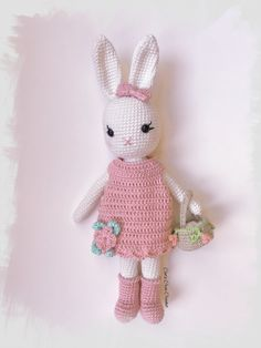 Mesmerizing Crochet an Amigurumi Rabbit Ideas. Lovely Crochet an Amigurumi Rabbit Ideas. Crochet Diy, Crochet Patterns Amigurumi, Love Crochet, Amigurumi Doll, Beautiful Crochet, Crochet Dolls, Knitting Patterns, Crochet Mignon, Crochet Rabbit