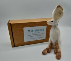 Needlefelted Hare gift-Gevilte naald hazen gift de herfst | Etsy Felt Gifts, Hare, Needle Felting, Place Cards, Place Card Holders, Etsy, Bunny, Rabbits, Felting