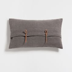 LINEN CUSHION COVER WITH KNOT BUTTON