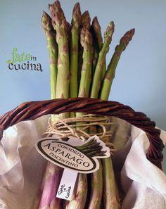 """CURIOSITA' SUGLI ASPARAGI Gli asparagi sono tra gli ortaggi di primavera più apprezzati per la loro versatilità, le loro caratteristiche nutrizionali e il loro sapore particolare e unico. Simbolo per eccellenza dell'inizio della tanto attesa primavera! Coltivati in tutto il mondo si trovano ormai nelle nostre tavole in tutti i periodi dell'anno ma il momento <br /><a class=""""more"""" href=""""http://www.fateincucina.it/asparagi-curiosita-e-cottura/"""">Read more </a>"""