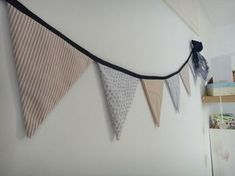 TUTO : Le fanion | Mes tutos - Couture - Déco | Blog Maman Barcelone Crochet Motifs, Yarn Bombing, Couture Sewing, Some Ideas, Xmas Decorations, Diy For Kids, Sewing Crafts, How To Make, Handmade